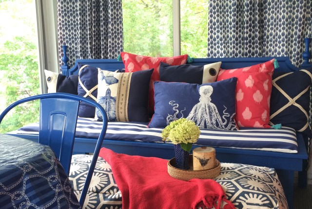 Patterns, Paint, Poufs and Porches. Entertaining with small spaces by MemeHill.com