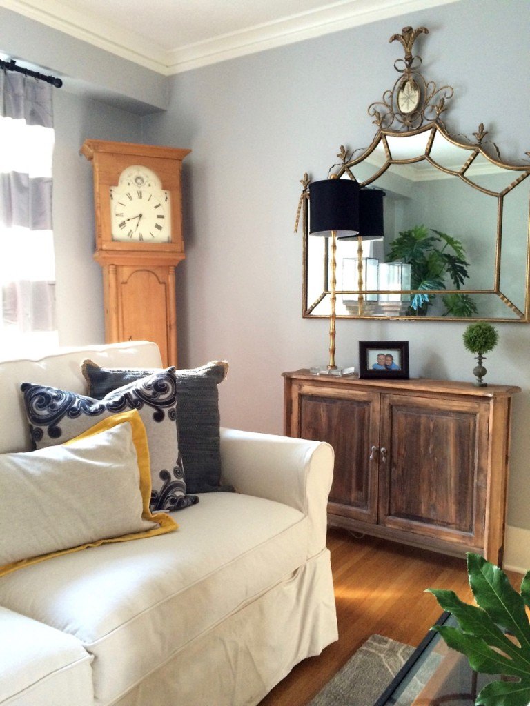 Bright, fresh and functional Livingroom makeover with Raymour and Flanigan and Meme Hill Studios.