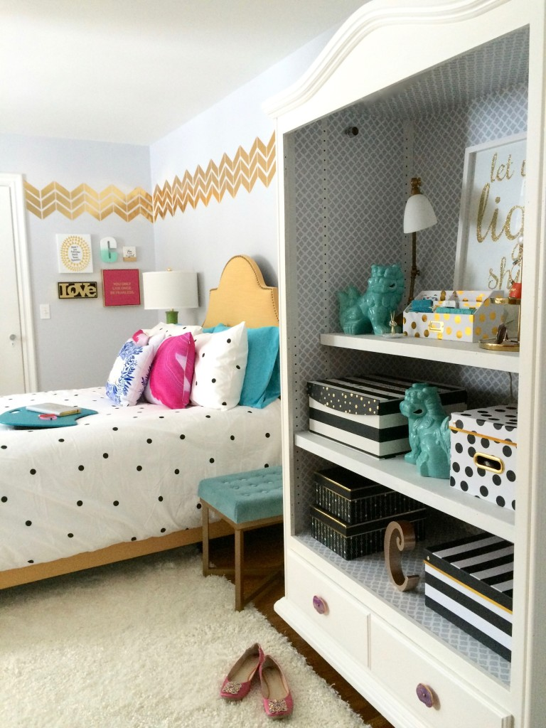 Black, white and Chic all over; Teen room makeover with Raymour &Flanigan