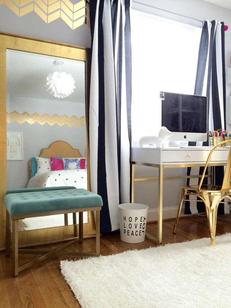 black white and chic all over teen bedroom makeover. Black Bedroom Furniture Sets. Home Design Ideas