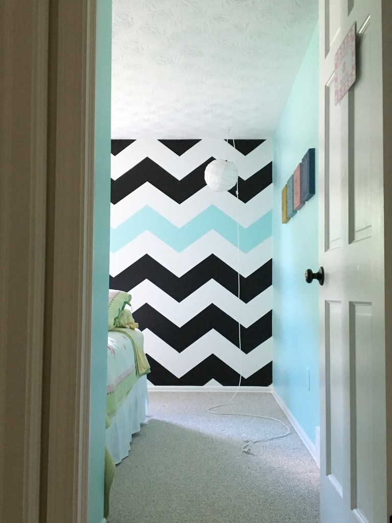 Easy tutorial on how to paint chevron stripes black for Chevron template for walls