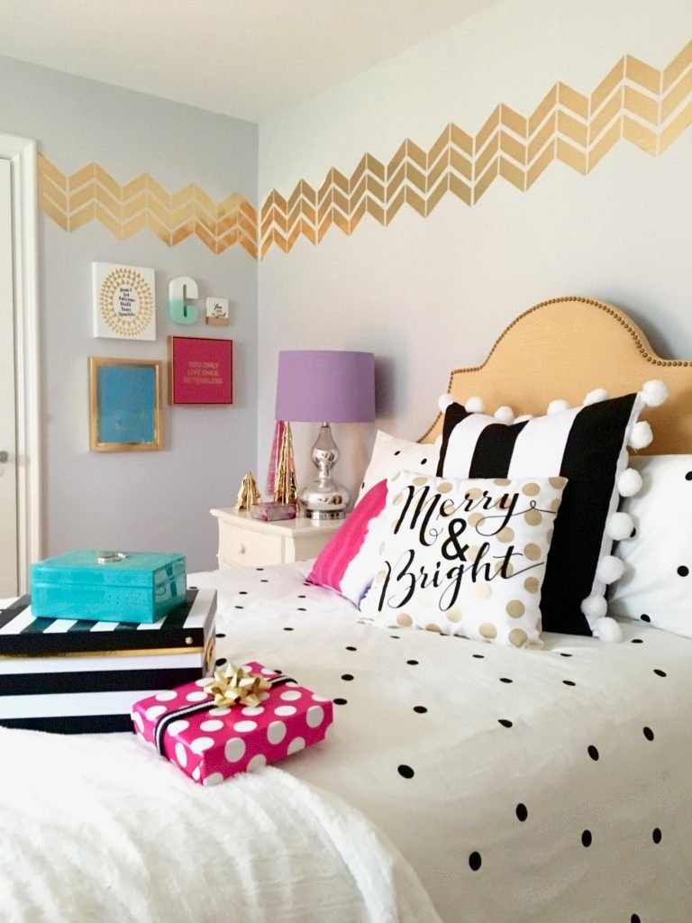 Teen bedroom cozy home design - White and gold room ...