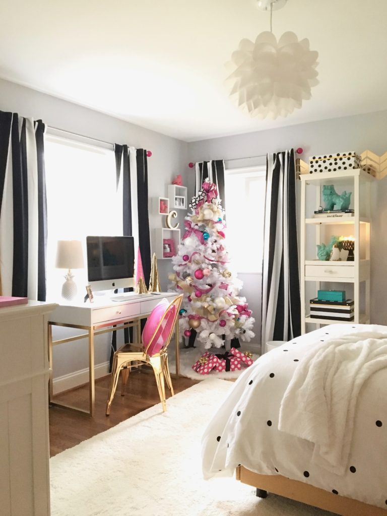 Decorating a teen room for christmas black white gold for Black and pink teenage bedroom ideas