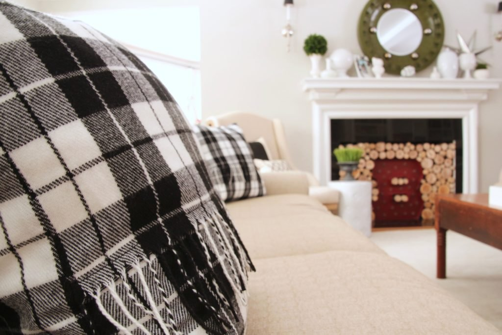 livingroom-black-white-clean-fireplace-mantel-decor-decorating-ideas-bright-interior-design-accent-pillows-buffalo-plaid-vignette