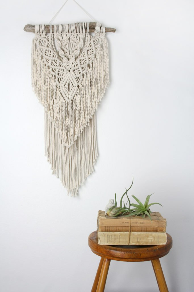 macrame-wall-hanging-trends-boho-chic-bedroom-weaving-hitch-cord-bohemian