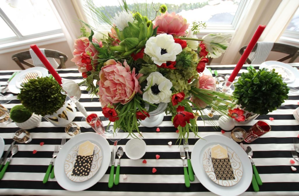 setting_the_table-Valentine's_day_black_white_stripes_gold_dinner_entertaining_Love_flowers_hearts_poppies-Tulips_artichoke
