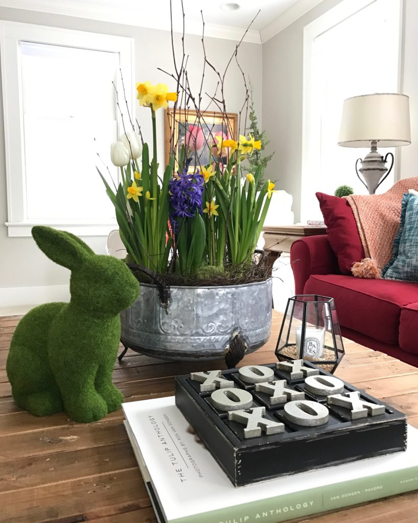 Spring_livingroom_tour-Blogger-Flowers_coffee_table_styling_bunny_familyroom_interior_design_floral_arranging_rustic_farmhouse_style_how_to