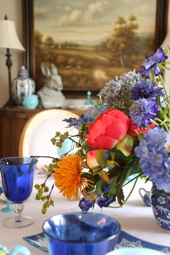 Tradtional_home_Easter_tablescape_setting_table_round_color_modern_mix_floral_arrangement_cobalt_delft_blue_dinnerware