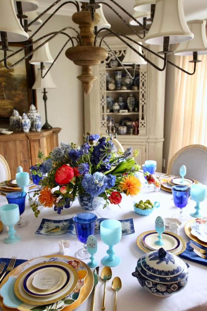 Tradtional_home_Easter_tablescape_setting_table_round_color_modern_mix_floral_arrangement_cobalt_delft_blue_dinnerware_dining_room_currey_company_Vintage