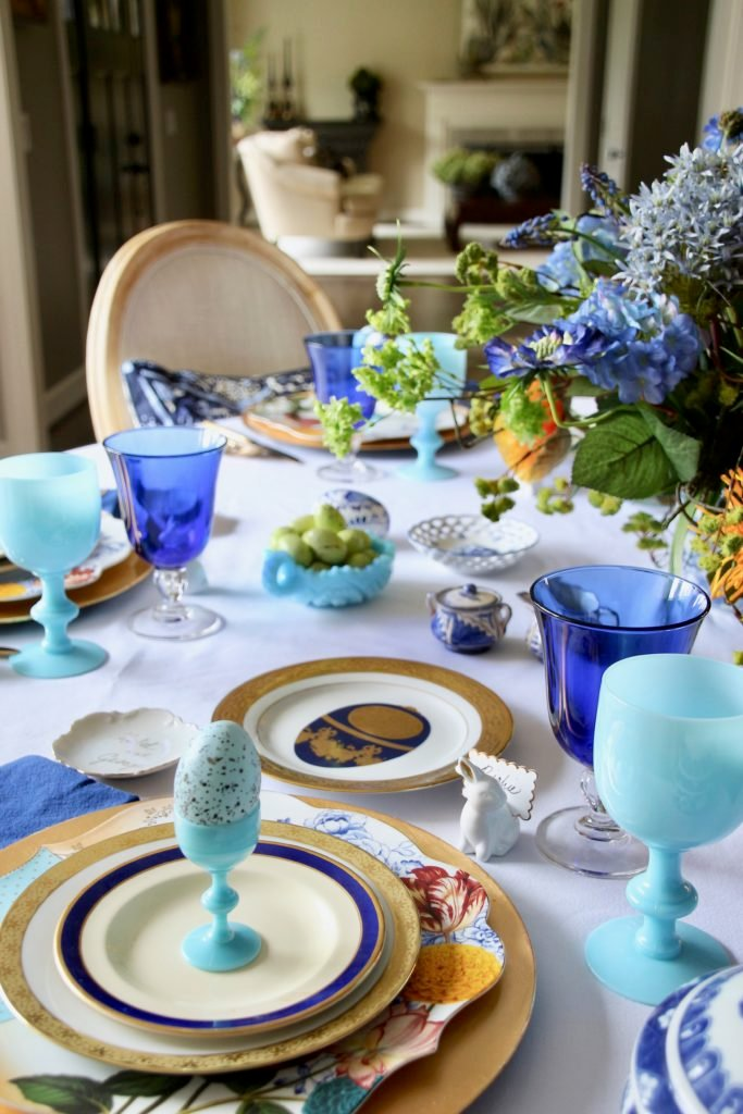 Tradtional_home_Easter_tablescape_setting_table_round_color_modern_mix_floral_arrangement_cobalt_delft_blue_dinnerware_dining_room_flowers_tulips_amara_pip_studio_rabbit_placecard