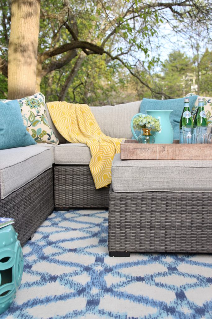 Creating a chic colorful and cozy outdoor living room in a few days - Cozy outdoor living spaces connecting mother nature ...
