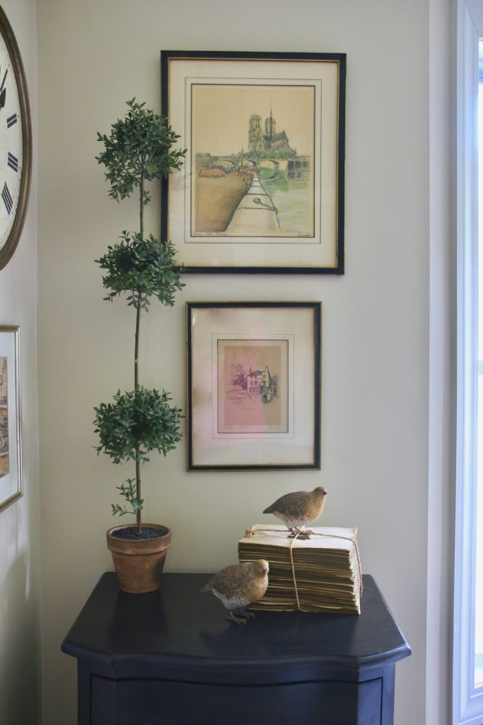 Fall_Blogger_home_tour_living_room_neutral_decor_autumn_colors_meme_hill_Amie_freling_art_topiary_birds_books