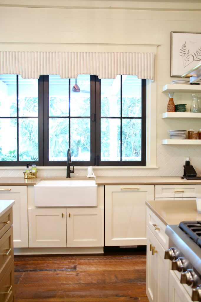 Southern _living_Idea_House_2017_Delta_faucet_bald_head_island_Meme_hill_Front_door_wood_Integrity_marvin_windows_doors_kitchen_white