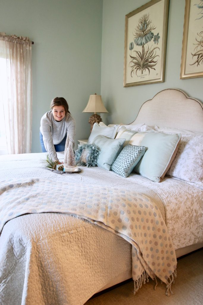 Christmas_bedroom_gorgeous_Turquoise_Makeover_bedding_bonTon_Laura_ashley_Meme_hill_Amie_freling_Tree_Bird_art_making_bed