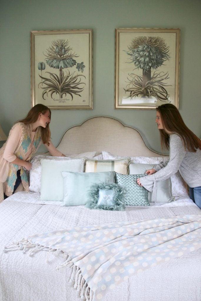 Christmas_bedroom_gorgeous_Turquoise_Makeover_bedding_bonTon_Laura_ashley_Meme_hill_Amie_freling_Tree_botanical_art_silk