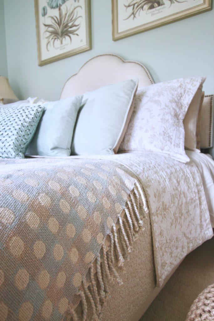 Christmas_bedroom_gorgeous_Turquoise_Makeover_bedding_bonTon_Laura_ashley_Meme_hill_Amie_freling_designer_bedrooms