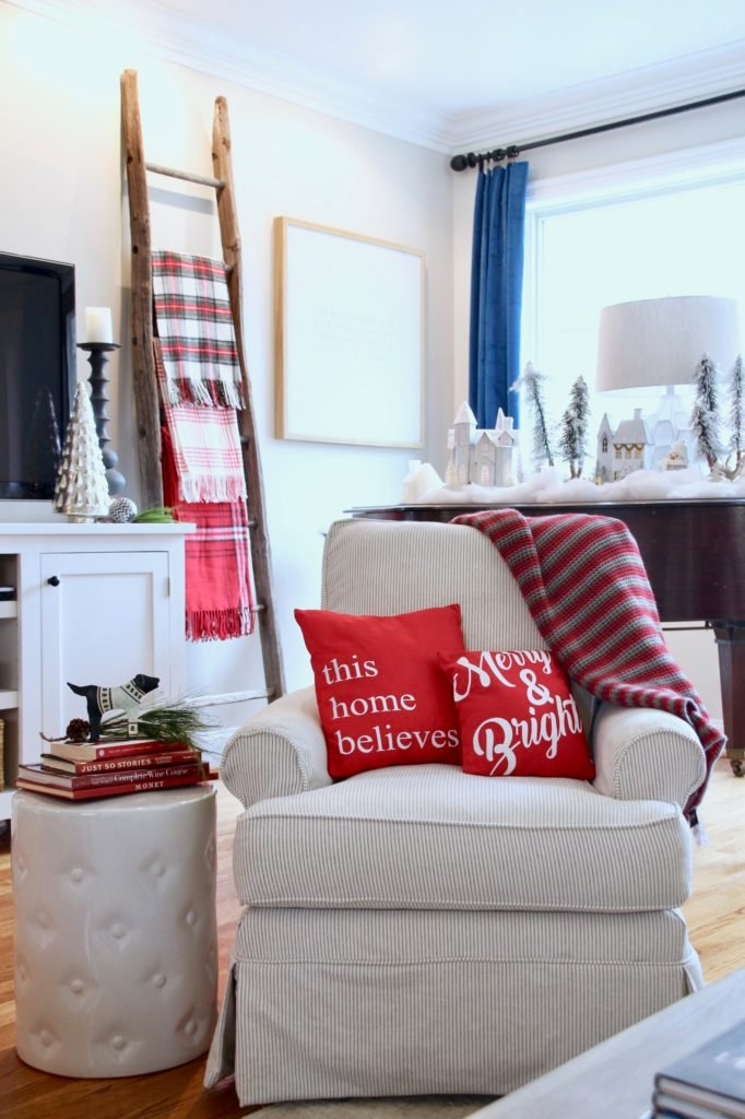 Christmas_blogger_home_tour_meme_hill_studio_light