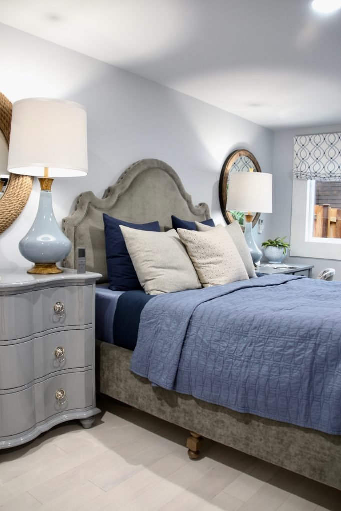 HGTV_Dream_home_Seattle_WA_Gig_Harbor_2018_Delta_faucet_amie_freling_meme_hill_brian_patrick_flynn_Guest_bedroom_blue_gray