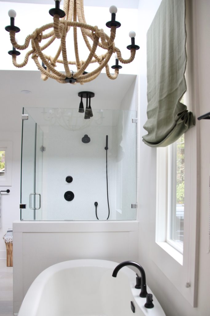 HGTV_Dream_home_Seattle_WA_Gig_Harbor_2018_Delta_faucet_amie_freling_meme_hill_brian_patrick_flynn_master_bath