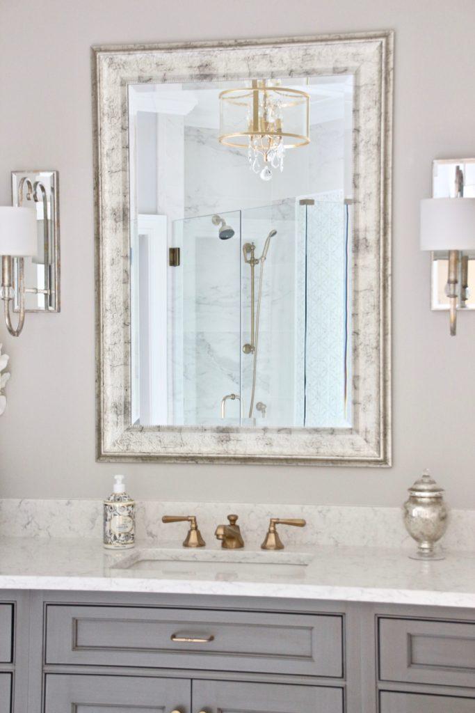 Meme_HIll_studio_amie_Freling_Concept_2_Bathroom_White_glam_Gray