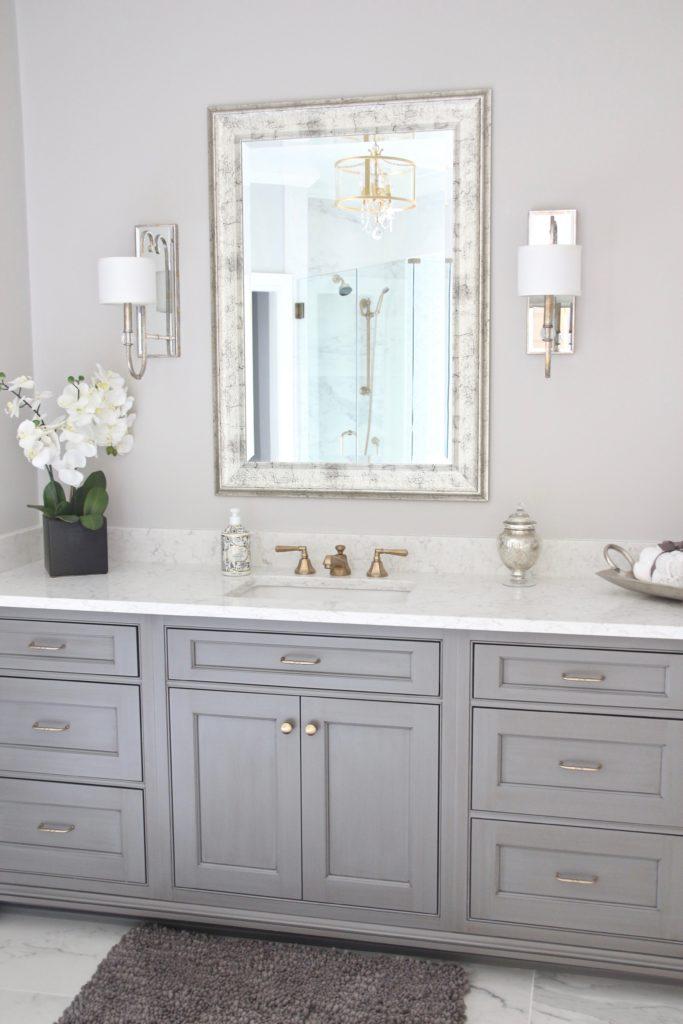 Meme_HIll_studio_amie_Freling_Concept_2_Bathroom_White_glam_Gray_gold_chandelier
