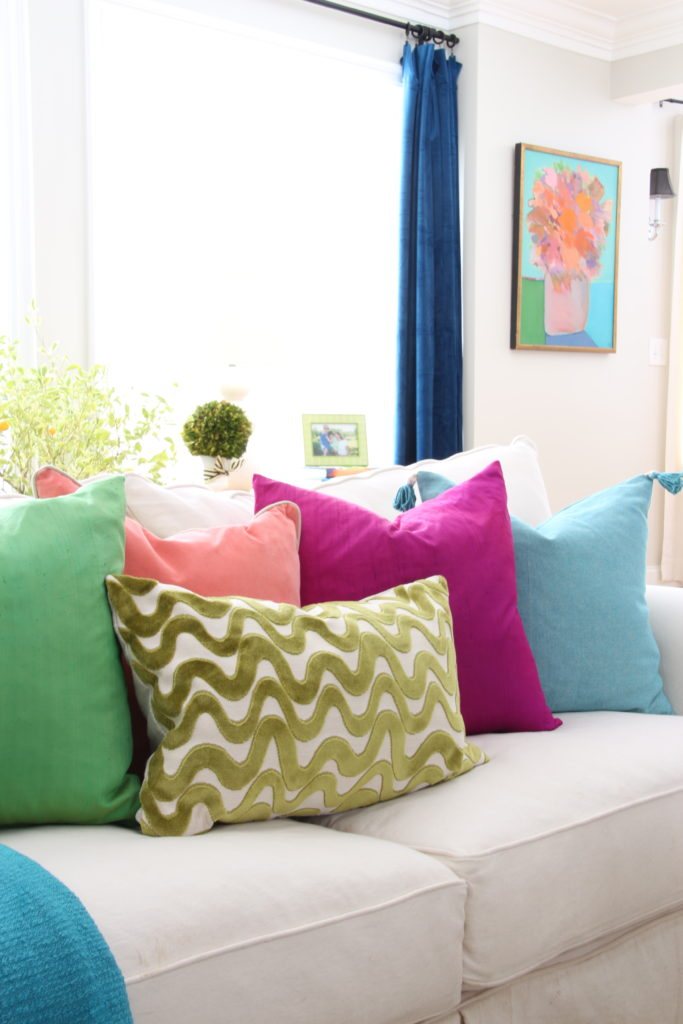 Meme_HIll_Studio_Amie_freling_easter_decorating_livingroom_colorful_ideas_pillows_homeGoods