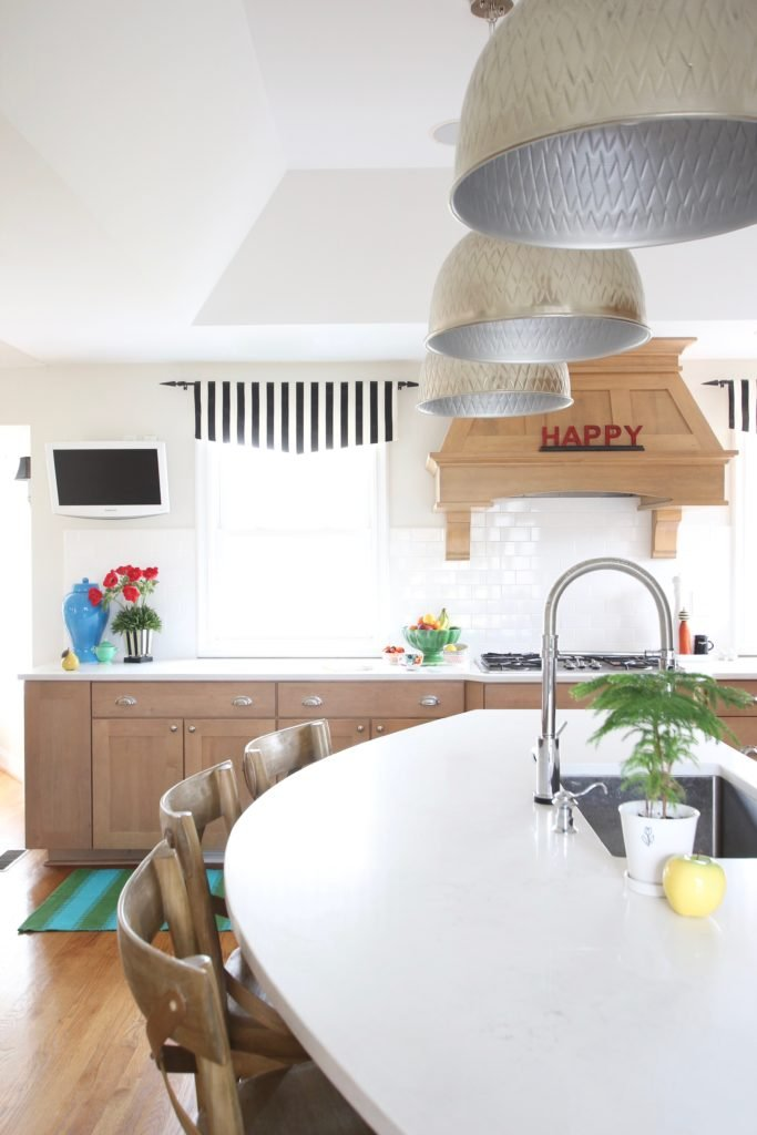 Colorful_jumpstart_Spring_kitchen_Meme_Hill_Studio_Amie_Freling_Raymour_flanigan_black_Houndstooth_Flowers_kitchen_island_stripes