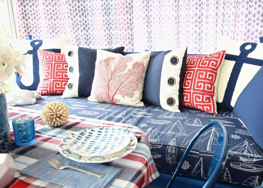 Meme_HIll_Studio_Amie_Freling_Summer_Lake_House_Blogger_Home_Tour_Cottage_Living_Coastal_decor_spice_fan_coral_pillows_daybed_Raymour_flanigan