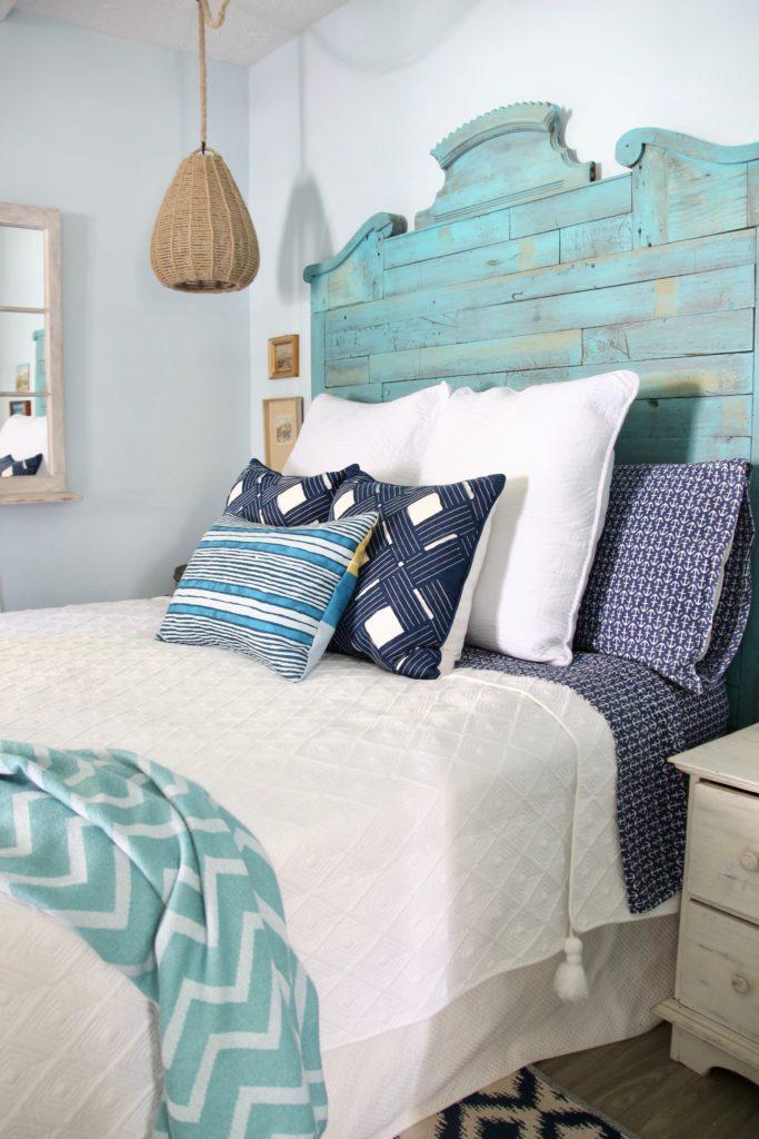 white bedding , cottage bedroom ideas