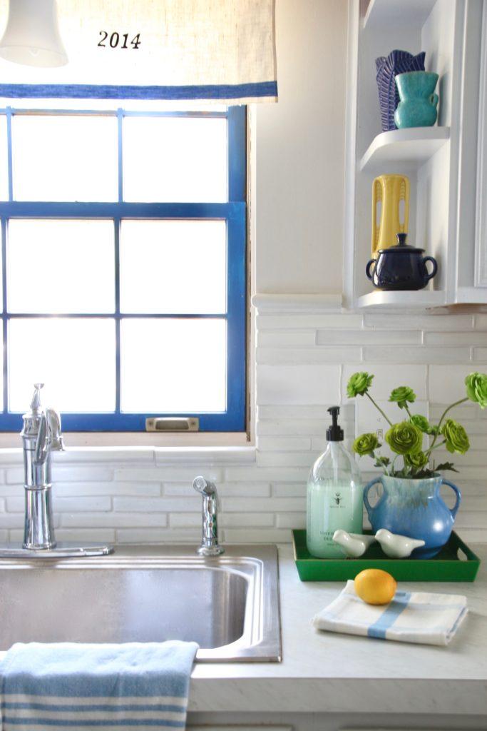 cottage kitchen sink, summer house kitchens, lake house decorating ideas, kitchen remodels on a budget