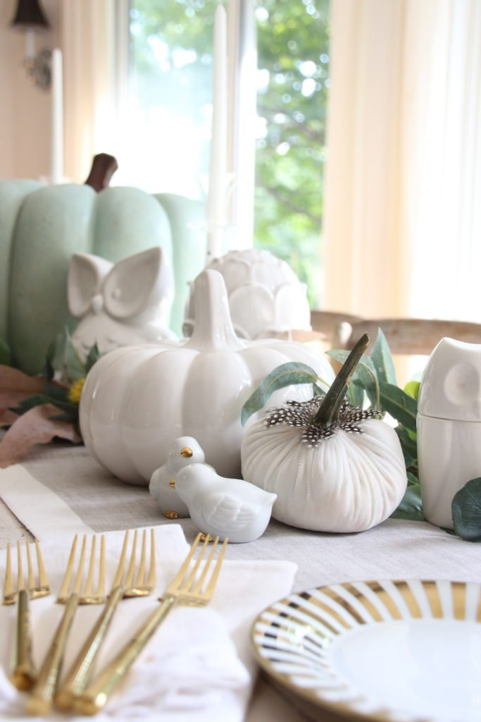 white pumpkins, gold flatware, decorating your dining table e ideas, centerpiece ideas for Fa