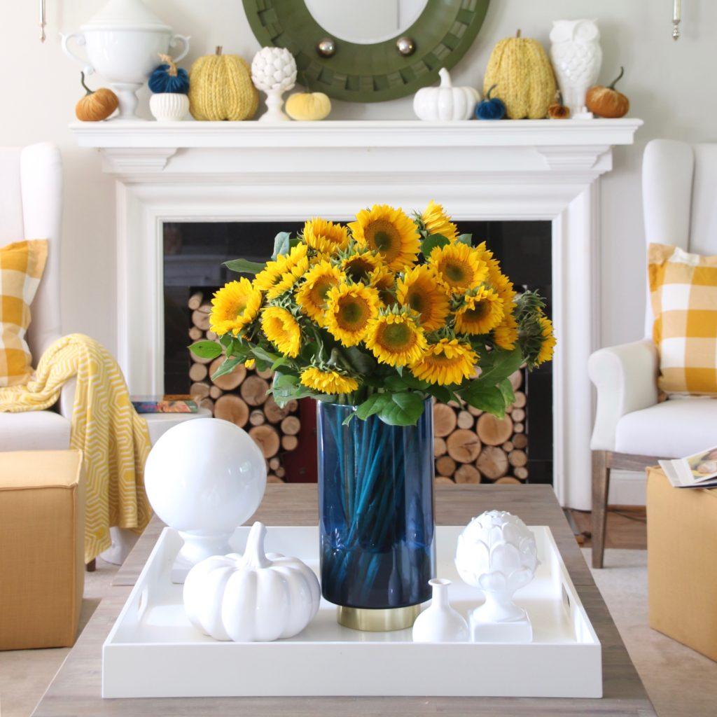 coffee table decorating ideas, Fall flower arrangements, pretty blue vases