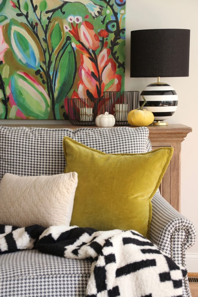 yellow velvet pillows, black and white lamps, kate spade lamps