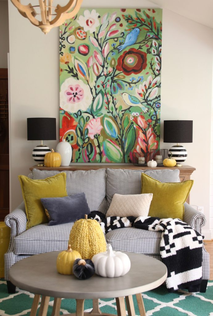 houndstooth sofas, decorating for Fall ideas, yellow pillows and pumpkins