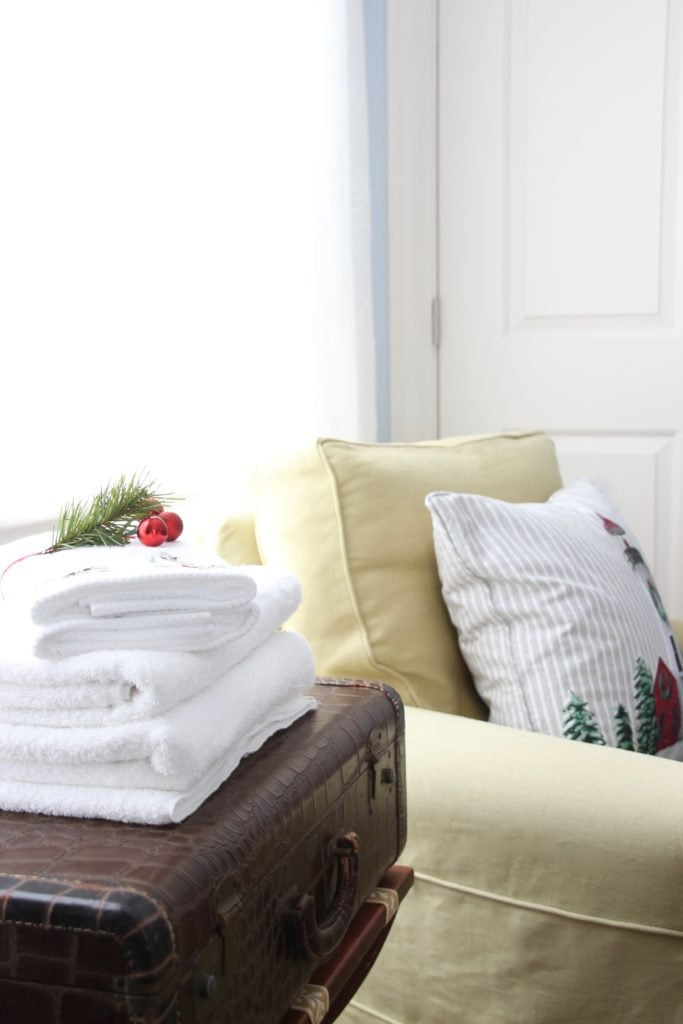 , luxury gift baskets, christmas decorating ideas, bedroom decor, guest towels, Christmas towels, cardinal towels