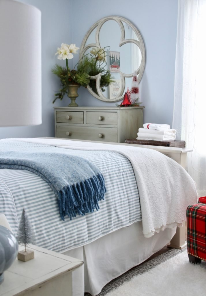pretty bedrooms, guest bedrooms , decorating for the holidays
