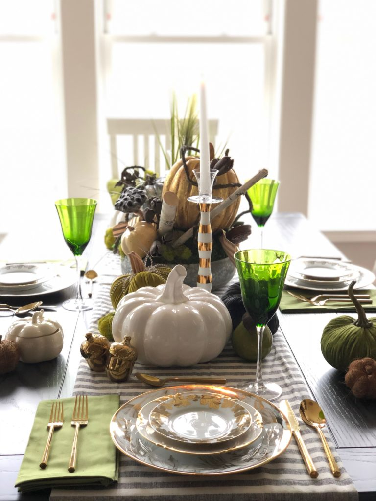 natural and elegant Thanksgiving day tables