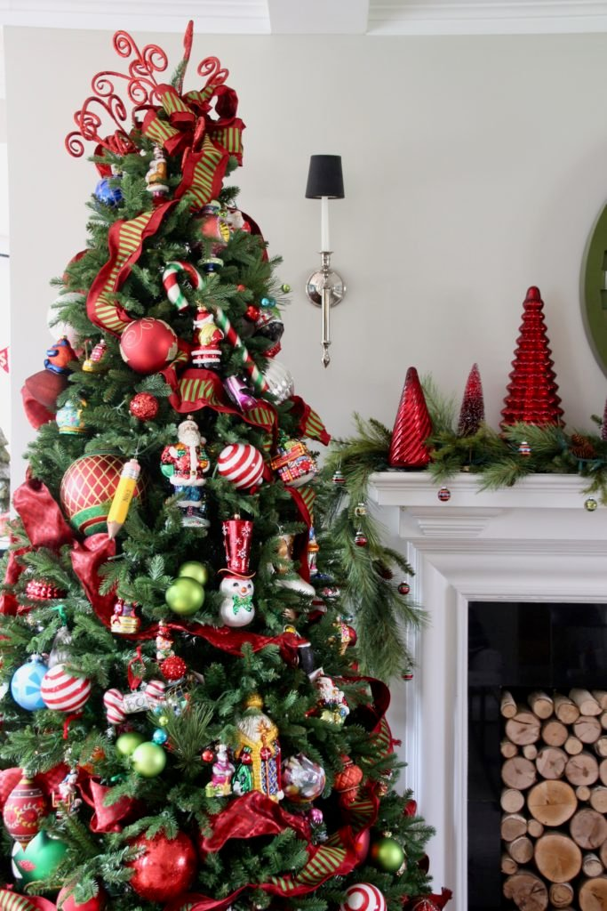 pretty living rooms, christmas decorating ideas, glass christmas ornaments