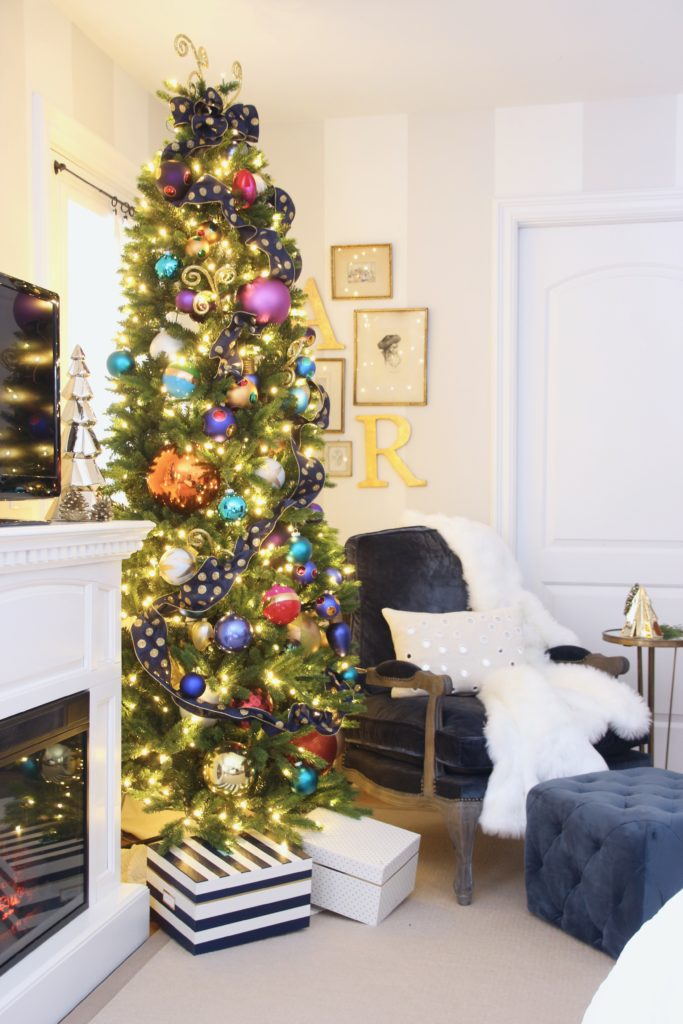 decorating your master bedroom, using navy in decor, gorgeous bedrooms, bedroom christmas trees