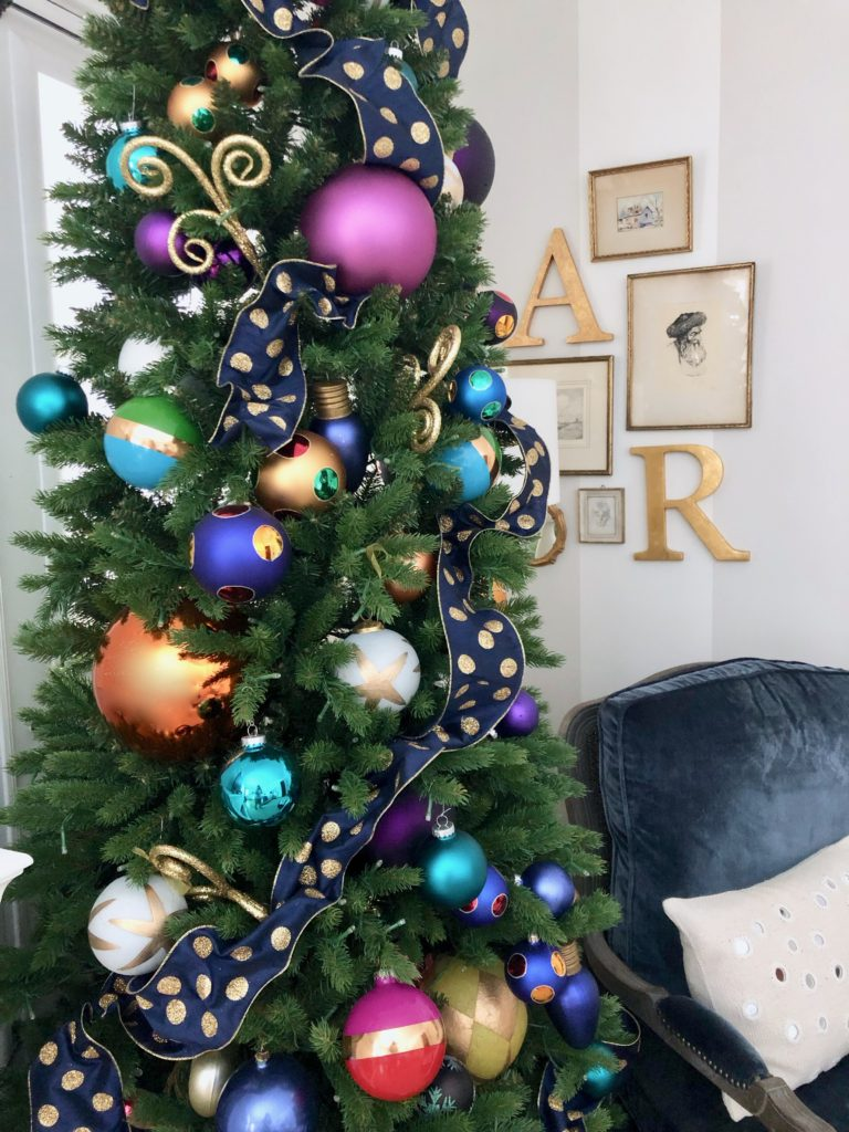 decorating your master bedroom, using navy in decor, gorgeous bedrooms, bedroom christmas trees, polka dot ribbon